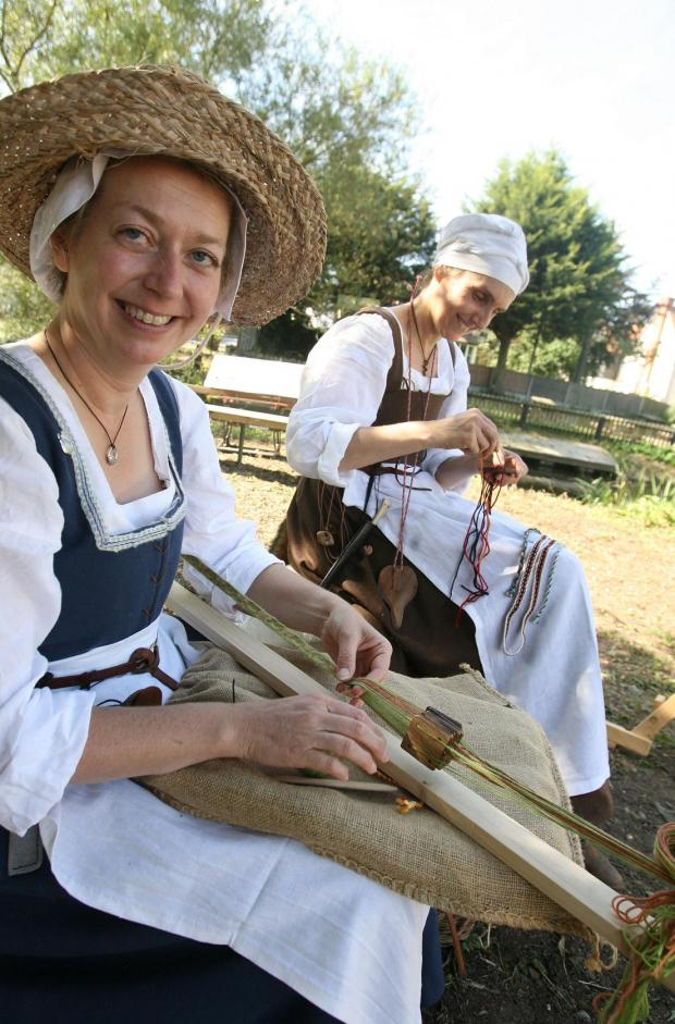Witham: Historical bridge welcomes 200 for medieval fair