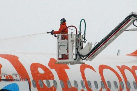 Braintree and Witham Times: The operation to clear snow from an easyJet plane at Southend Airport. PIC: SIMON MURDOCH