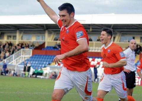 Marks heads home to move Braintree to within six points of their target