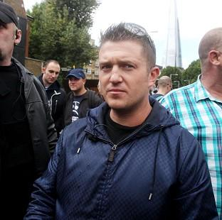 English Defence League leader Tommy Robinson has announced he is to leave the group.