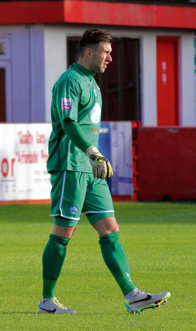 Braintree keeper Hamann signs for Woking