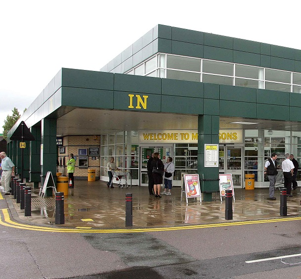 Unknown substance thrown during fight outside supermarket