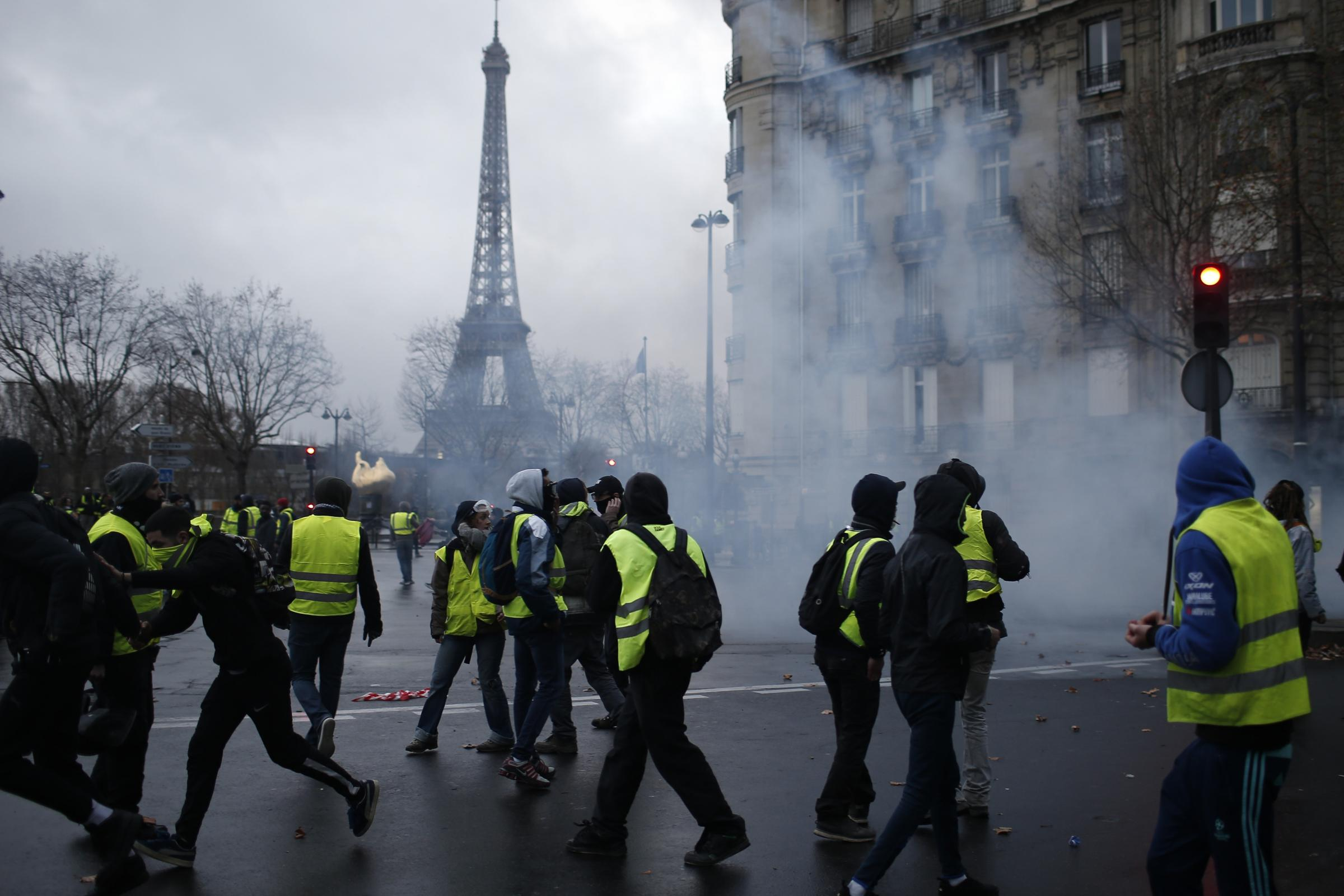 ae89746b34 French police use armoured vans and tear gas in bid to quell Paris protests